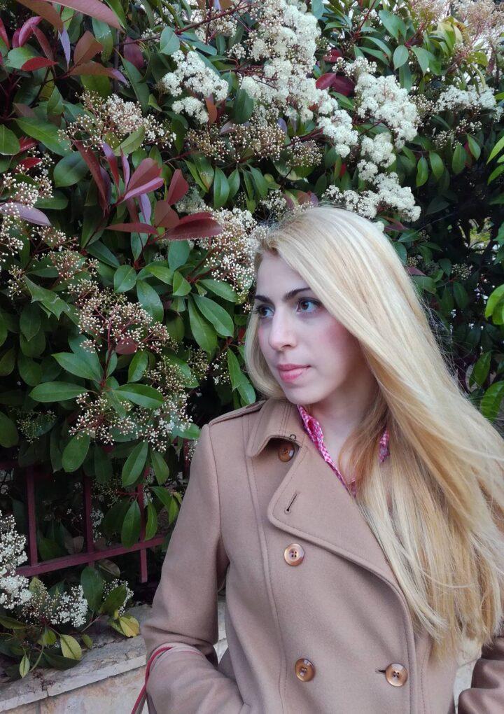 Συνέντευξη | Η Μαρία Αλεξοπούλου γράφει για όσους προσπαθούν να αποδιώξουν το πέπλο της θλίψης