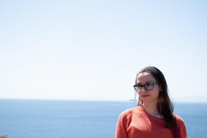 """Συνέντευξη   Δανάη Ιμπραχήμ: """"Με τα βιβλία μαθαίνεις να αγαπάς παραβλέποντας κάθε διαφορά"""""""