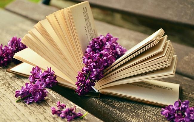 10 +1 λογαριασμοί bookstagrammers που έχουμε αγαπήσει
